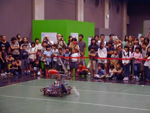 badminton robot 02 light.jpg
