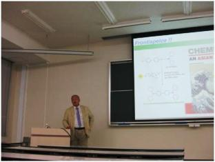 分子研 魚住泰広教授による講演「水中での触媒的有機変換:新しい反応駆動システム」
