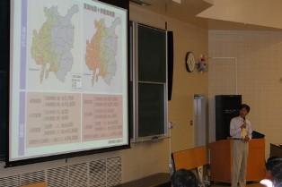 マップ用いてを解説する井戸田教授