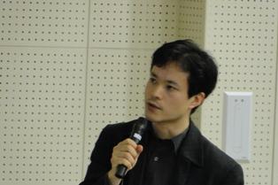 現地調査について報告する梅村准教授