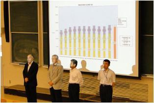 講演者:左から鵜飼教授、鈴木指導員、大河内専門員、青木准教授